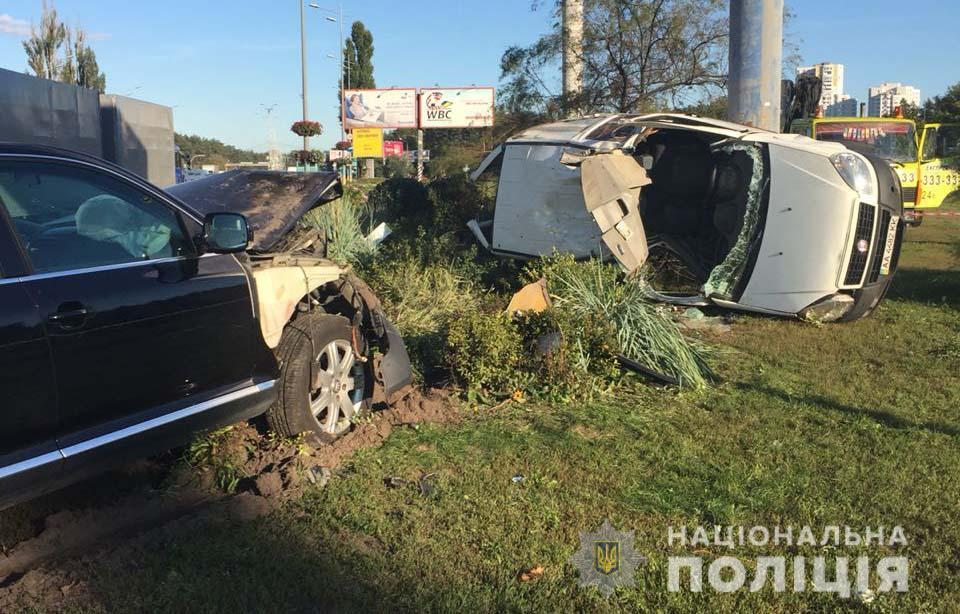 Авто перевернулось и впечаталось в столб: в Киеве задержали виновника смертельного ДТП