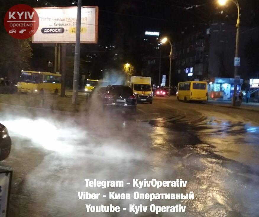 Встигли насолодитися гарячою водою? З'явилися фото комунальної НП в Києві