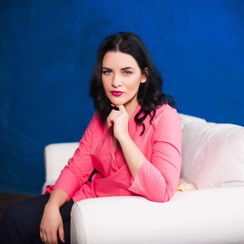 Мария Томко - пресс-секретарь Омеляна: кто она и почему ее квартиру обстреляли, фото