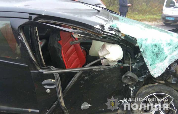 На Львовщине произошло смертельное ДТП с автопоездом: жуткие фото