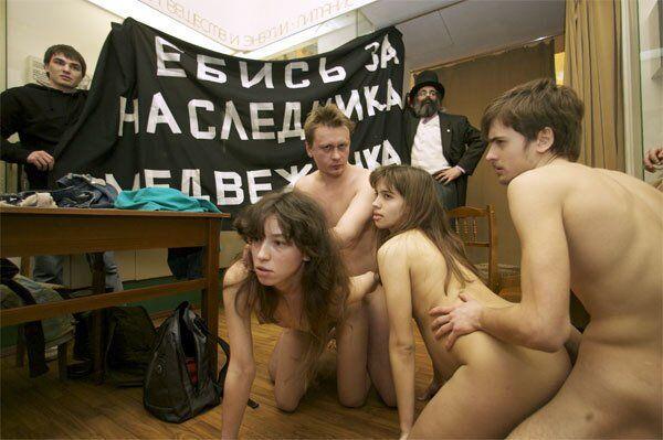 Надія Толоконникова: що це за акція з зляганням в музеї, фото