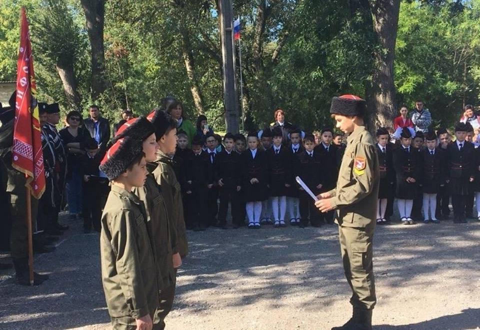 Кримських школярів задіяли в новій божевільній акції козаків і ФСБ, фото