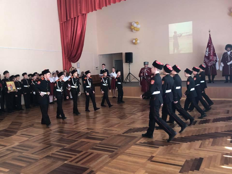"""Як окупанти Криму готують дітей воювати: з'явилися фото """"присяги"""""""