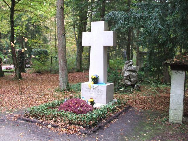 Степан Бандера: где находится его могила и почему, фото