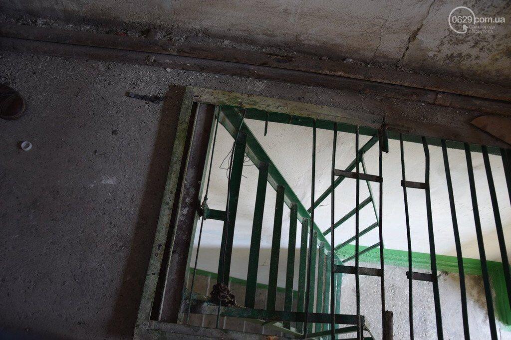 В Мариуполе две школьницы покончили с жизнью, спрыгнув с крыши: фото и видео