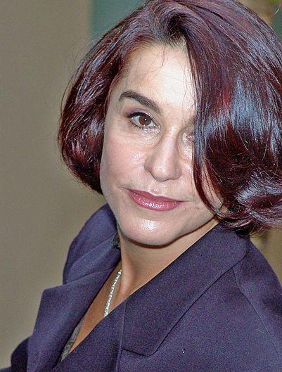 Луселія Сантос