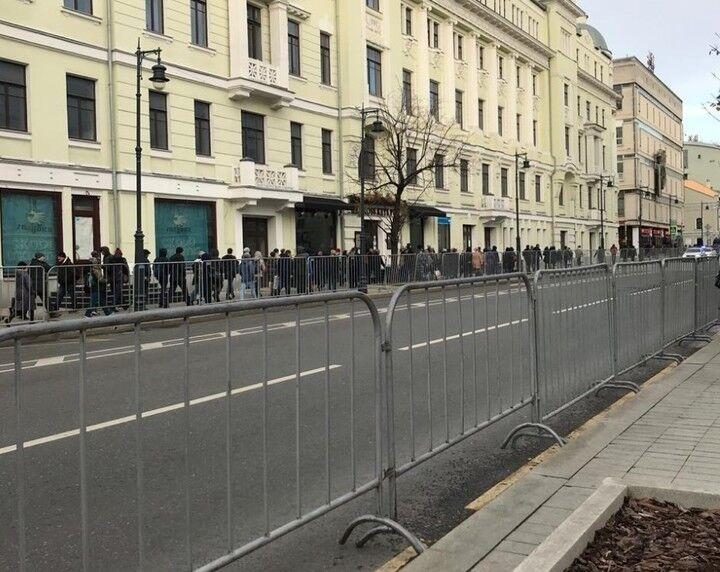 У Москві прощаються з Караченцовим: фото, відео