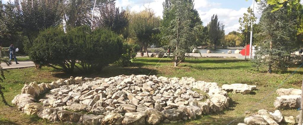 """Искусство мирового масштаба: """"украшение"""" парка в Крыму шокировало сеть"""