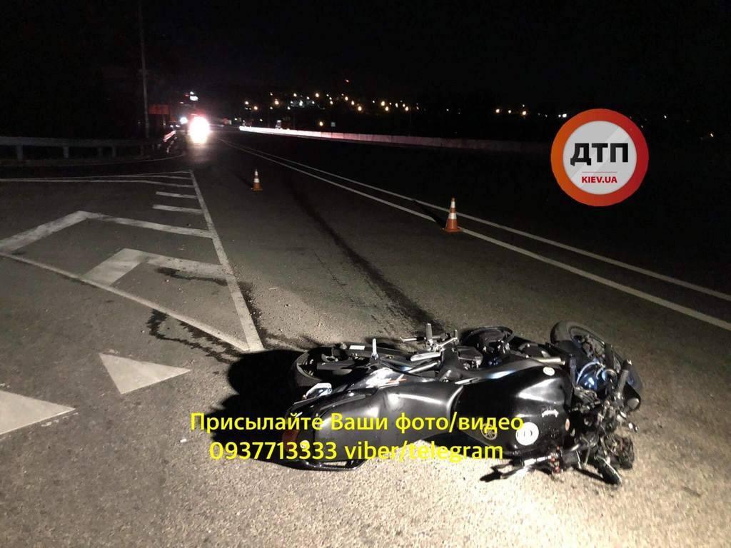 Тело нашли в 700 метрах: на трассе под Киевом случилось жуткое ДТП, фото