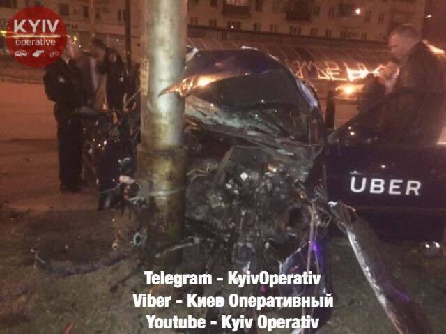 Частини авто розкидало навколо: п'яний таксист Uber влаштував серйозну ДТП в Києві