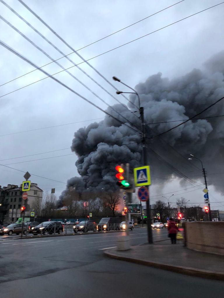 """ТЦ """"Лента"""" загорівся в Санкт-Петербурзі: що про це відомо, відео"""