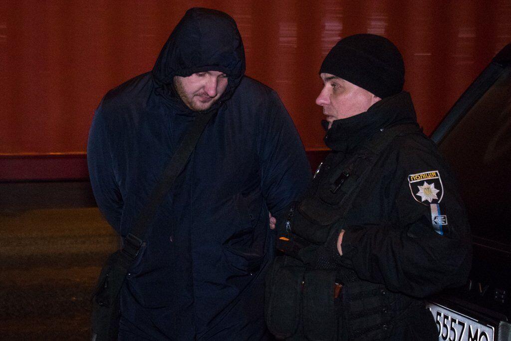 Голые ягодицы и оружие: как в Киеве полиция задерживала Range Rover