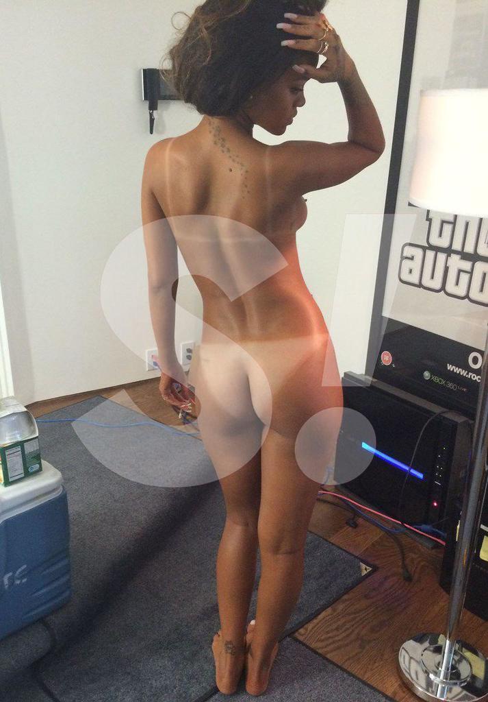 Ріанна сколихнула мережу голими фото (18+)