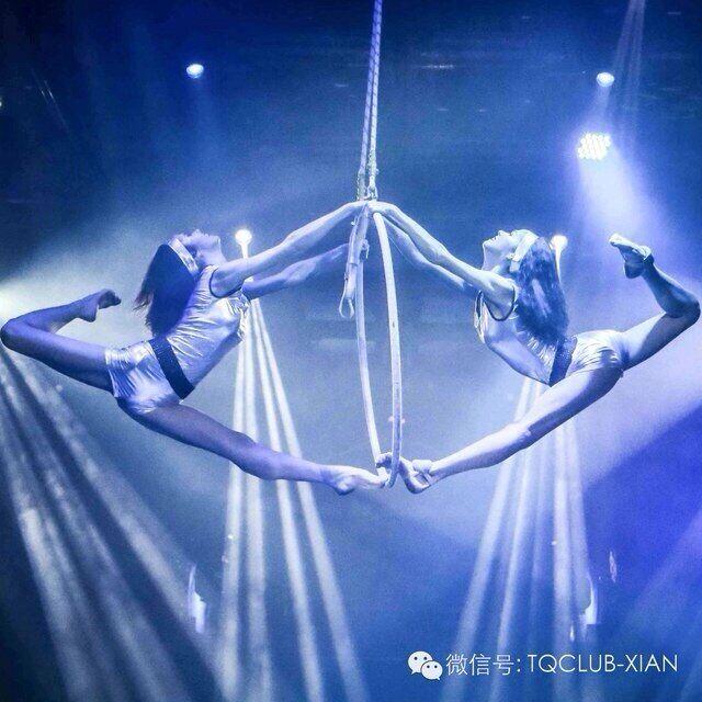 """Голе відео з """"Ольгою Глацьких"""": де ще знімалися гімнастки Джульєтта і Магдалена, що про них відомо (18+)"""