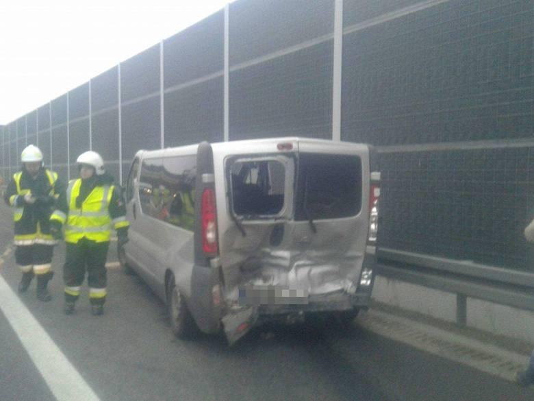 Столкнулись пять авто, много пострадавших: фото и видео с места ДТП с украинцами в Польше