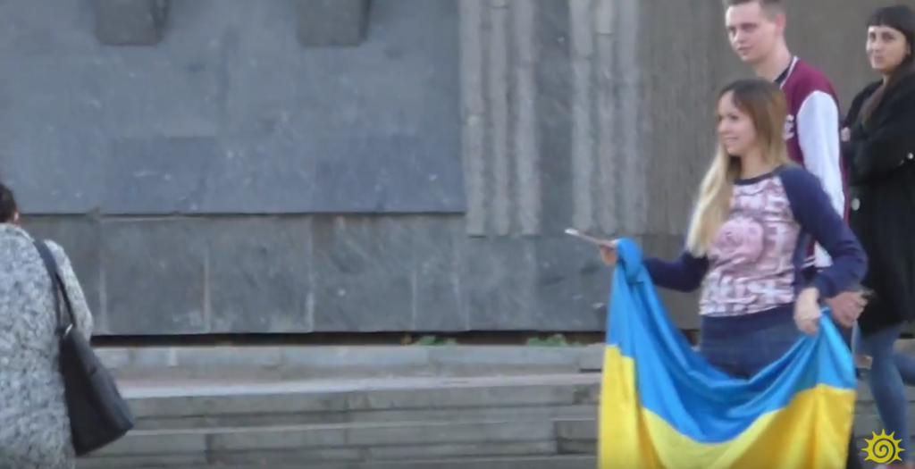 Алена Бардовська: хто вона і як оскандалилася з прапором України в Криму. Фото і відео
