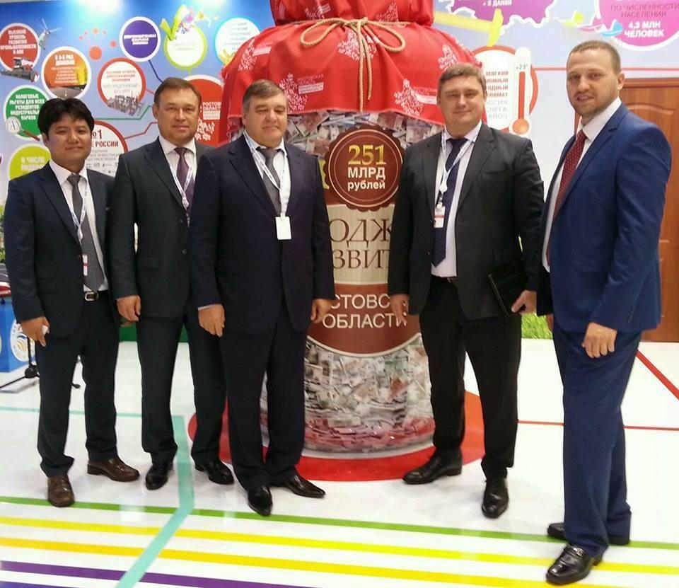 Игорь Путин третий слева