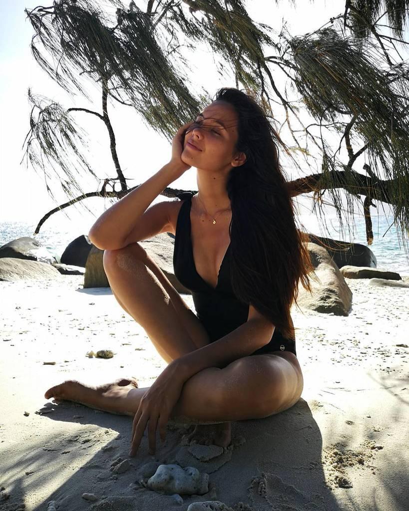 """Катріона Грей стала """"Міс Всесвіт"""": хто вона, що про неї відомо, відверті фото"""