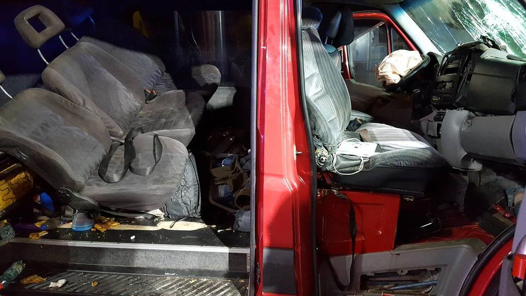 Госпіталізовано дев'ять осіб: фото жахливої ДТП з українцями в Польщі
