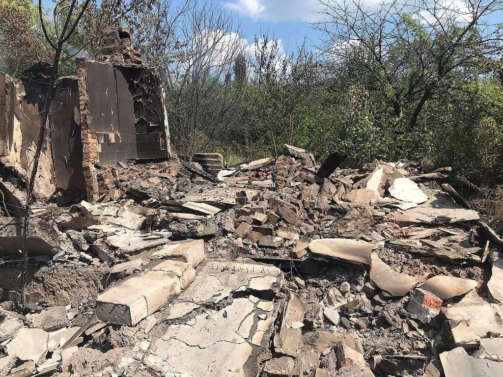 Боевики обстреляли мирных жителей Донбасса: опубликованы фото последствий