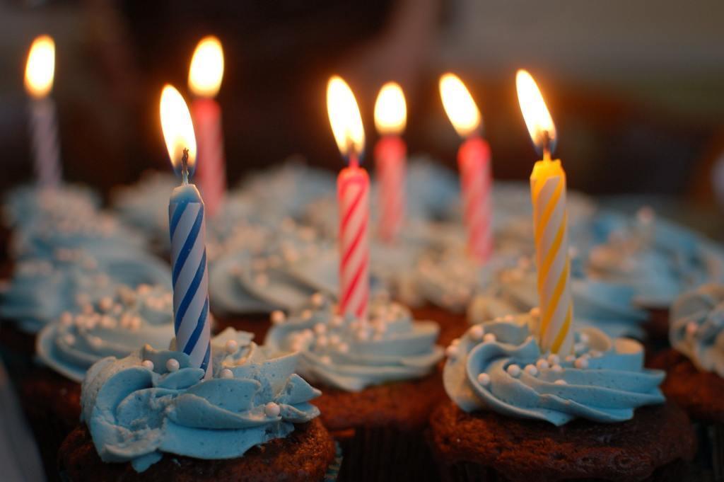 Привітання з днем народження: у віршах, прозі і картинках
