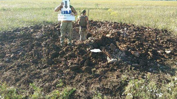 """Військові показали фото моторошних наслідків обстрілу з """"Градів"""" на Донбасі"""