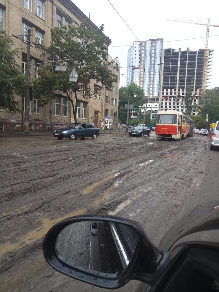 Армагедець: опубліковано нові фото наслідків нічного урагану в Києві
