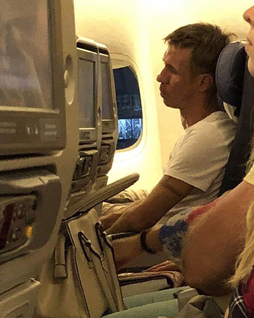 Скандальний російський актор напився в окупованому Криму і влаштував дебош в літаку: фото