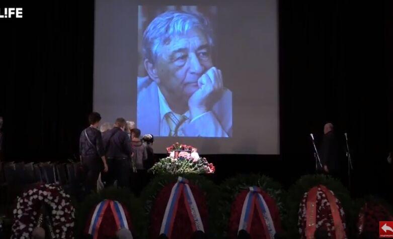 В России прощаются с Эдуардом Успенским: фото, видео