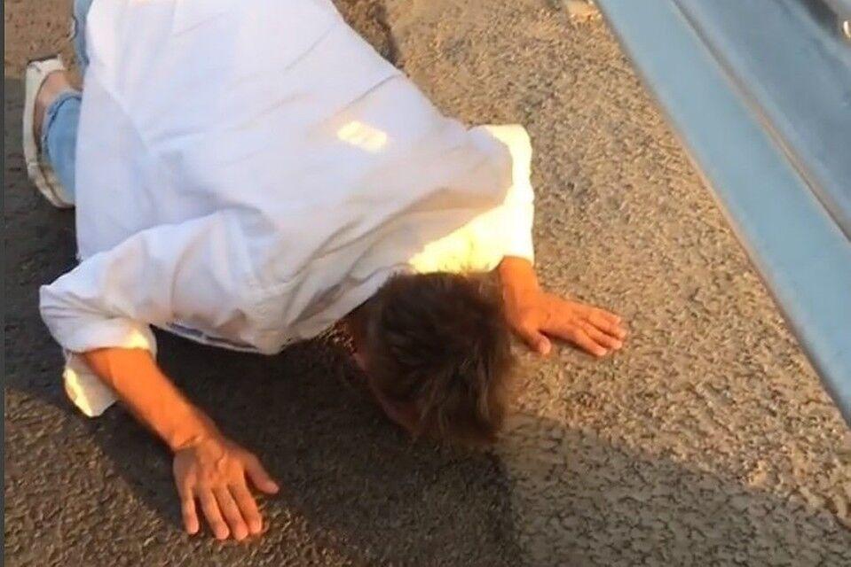 Скандальний російський актор жорстко потроллив Путіна прямо на Кримському мосту: відео