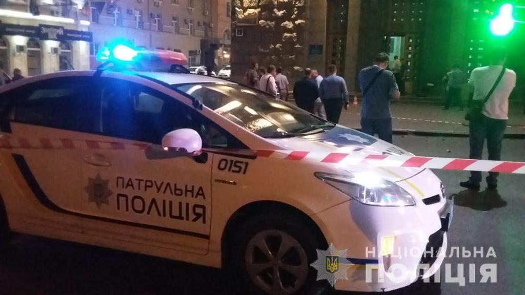 В Харькове устроили вооруженное нападение на горсовет, убит полицейский: фото и видео с места ЧП