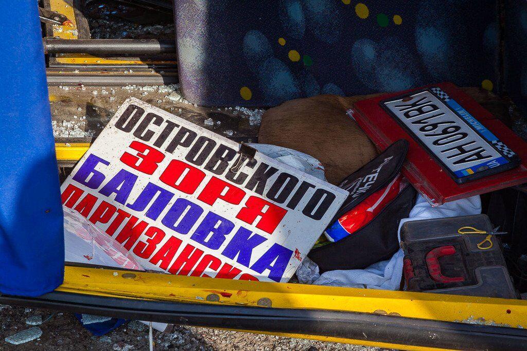 Заснув за кермом: в ДТП під Дніпром постраждало багато людей, фото з місця
