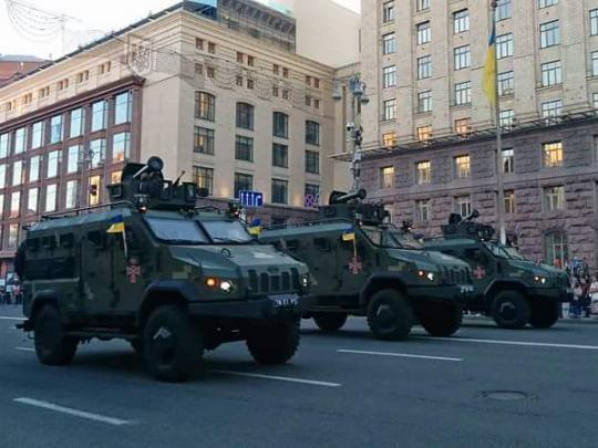 На репетиції параду в Києві показали новітню зброю української армії: яскраві фото та відео