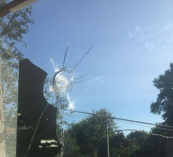 Боевики обстреляли пункт пропуска с людьми на Донбассе: опубликованы фото