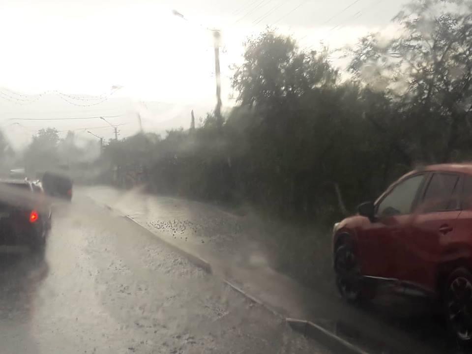 На Западе Украины прошли ливни и град: опубликованы фото потопа