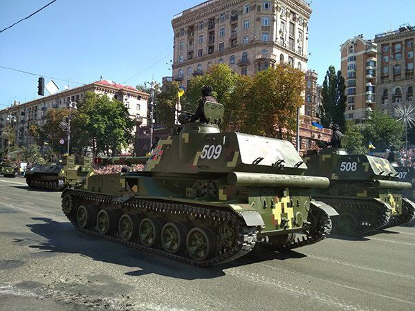Танки в центрі Києва: ексклюзивні фото та відео з параду на День Незалежності
