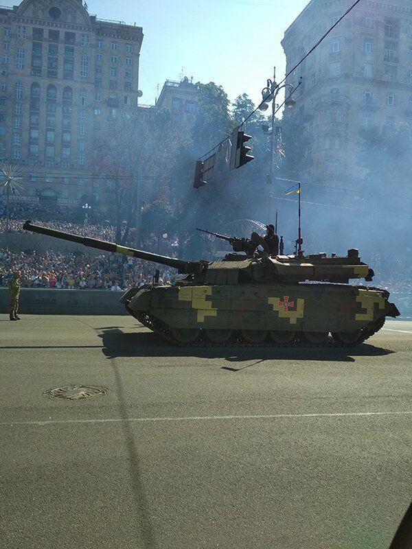 Танки в центре Киева: эксклюзивные фото и видео с парада на День Независимости