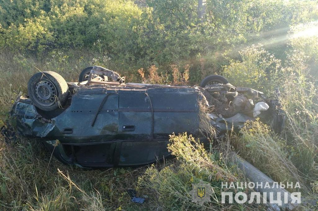 В Луганской области произошло смертельное ДТП с опрокидыванием: фото с места аварии