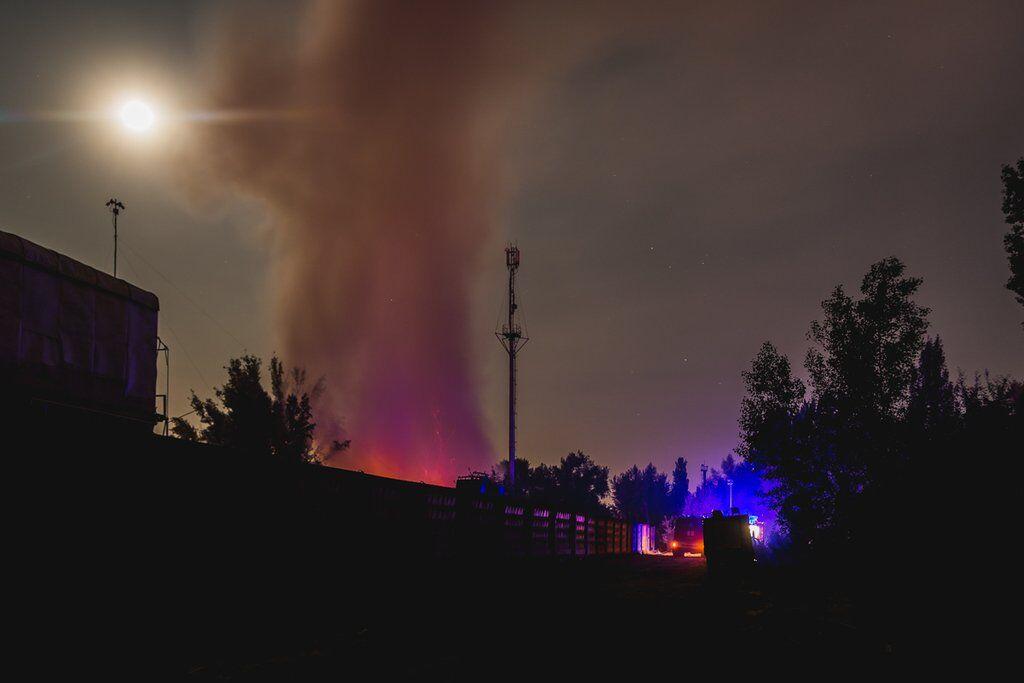 Все місто оповите димом: з'явилися фото і відео сильної пожежі під Києвом