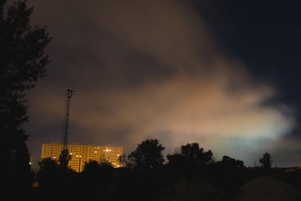 Весь город окутало дымом: появились фото и видео мощного пожара под Киевом