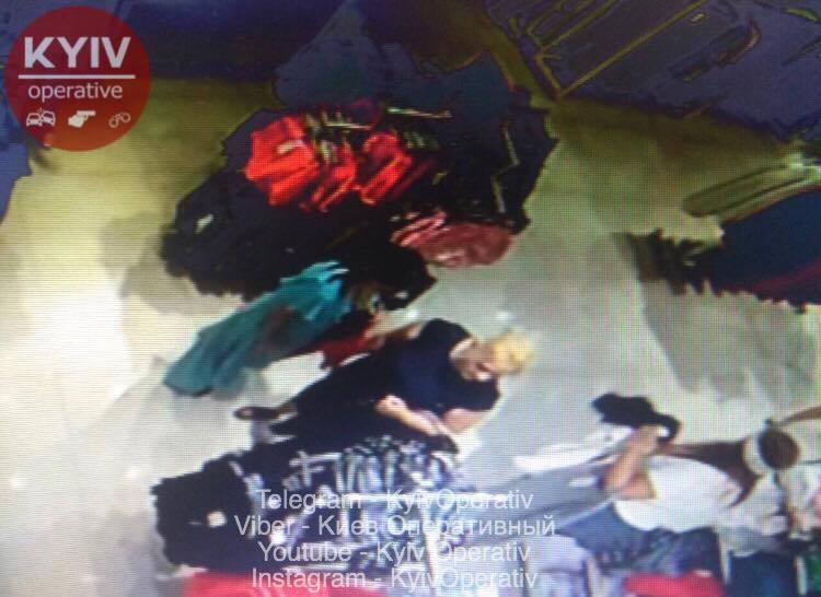 В сети показали фото наглых воровок, работающих в Киеве