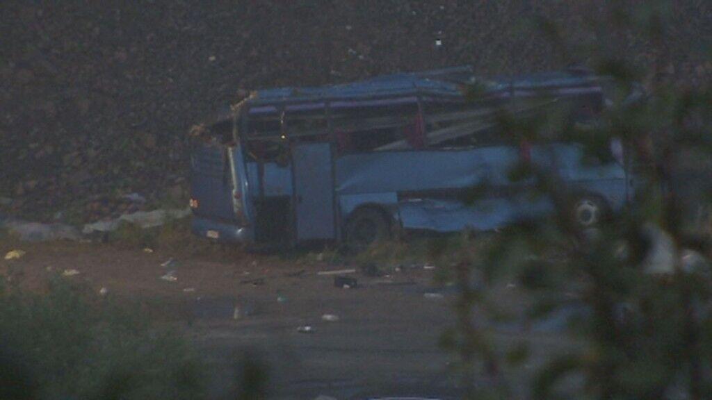 В Болгарии автобус с туристами попал в жуткое ДТП, десятки погибших и раненых: фото и видео