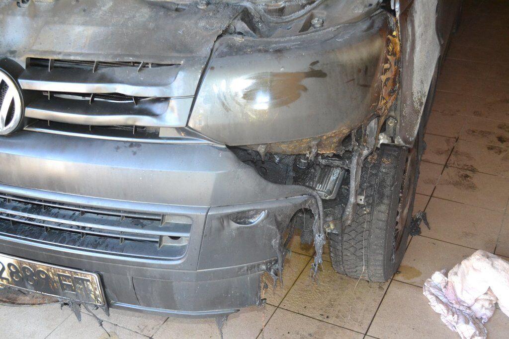 Под Харьковом сожгли авто депутата: опубликованы фото
