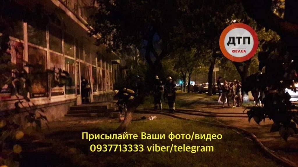 У Києві підпалили магазин з продавцем всередині: фото і деталі інциденту