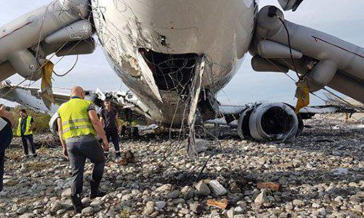 Опасное ЧП с самолетом в Сочи: появились фото разбитого Boeing
