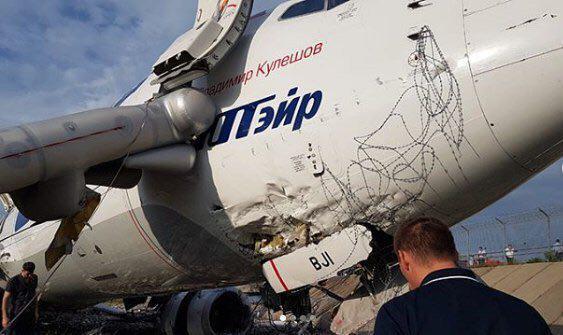 Небезпечне НП з літаком в Сочі: з'явилися фото розбитого Boeing