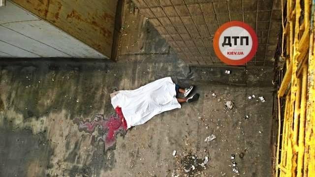 В крупном вузе Киева трагически погиб студент: шокирующее фото с места