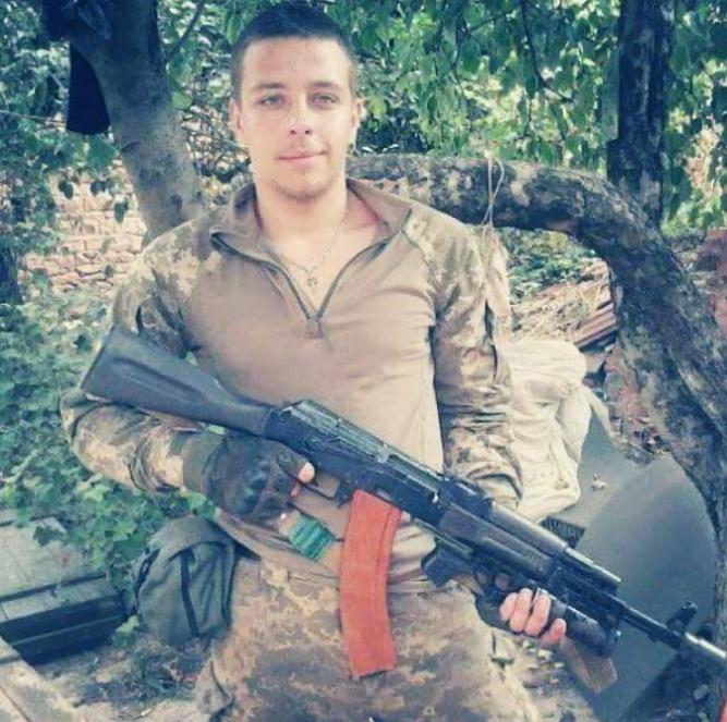 На Донбасі під обстрілом загинув український військовий: фото бійця
