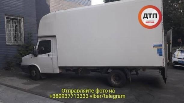 У Києві п'яний водій розвозив по дитсадкам тухле м'ясо: фото і деталі скандалу