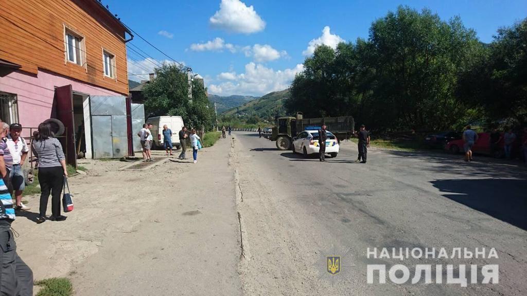 На Закарпатье произошло смертельное ДТП с грузовиком: фото с места аварии
